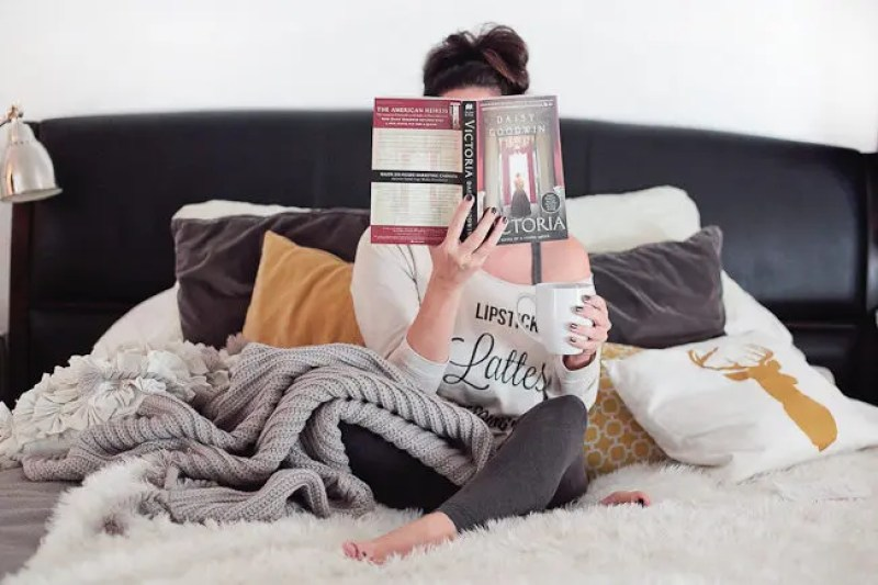 4 Ways to Cozy Up to a Book When You Don't Have Time   #FreshMommyReads book review of Victoria