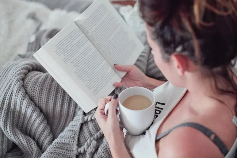 4 Ways to Cozy Up to a Book When You Don't Have Time   #FreshMommyReads Victoria Book Review