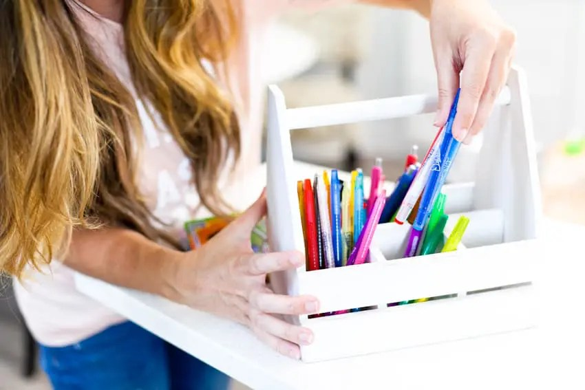 Back to School Hacks (tips and tricks) for the best year ever! It doesn't hurt to have a few life hacks up your sleeve to simplify back to school, make the morning rush a little smoother, get the most out of school and feel more organized!