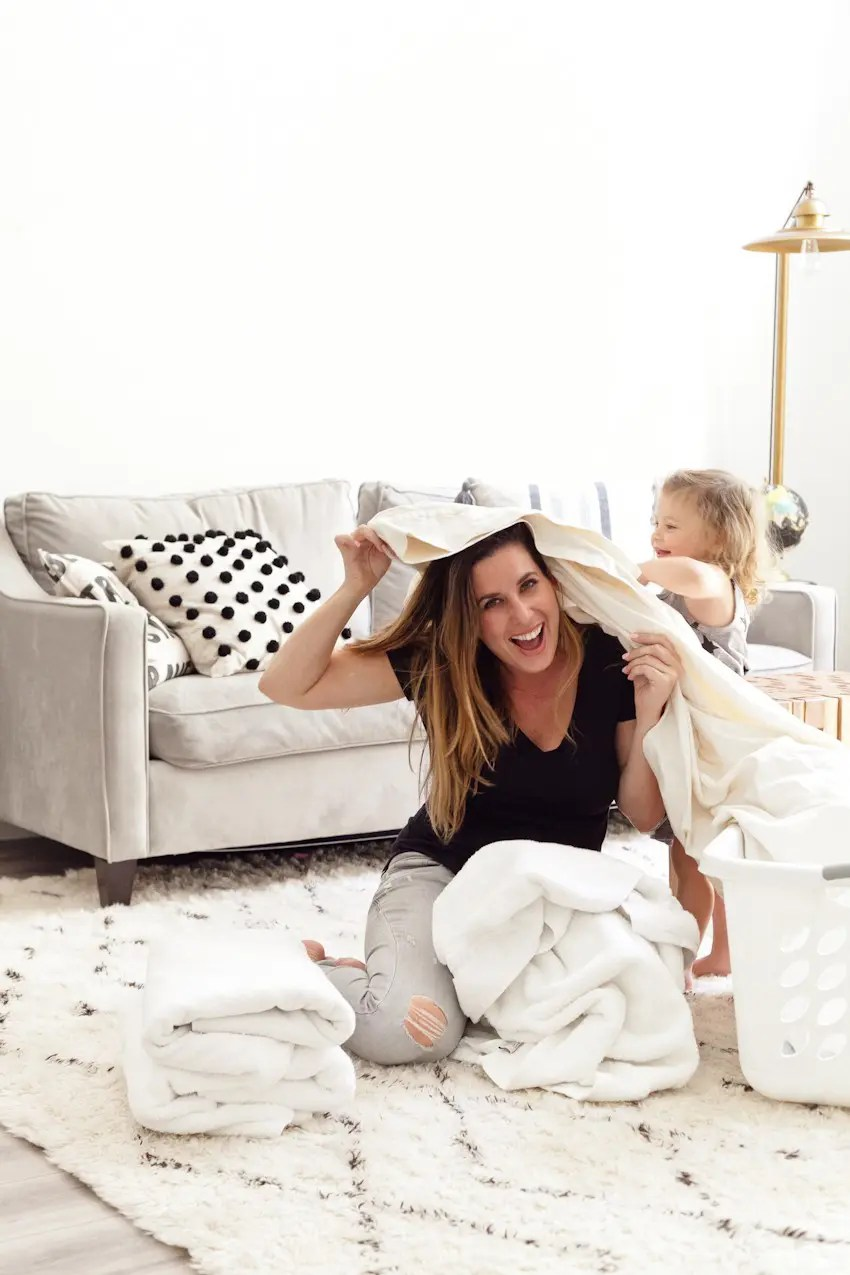 7 Useful House Cleaning Tips That You Need to Know! Spring cleaning hacks, tricks and clean home tips from popular Florida lifestyle, travel and mommy blogger Tabitha Blue of Fresh Mommy Blog - 7 Useful House Cleaning Tips featured by popular Florida lifestyle blogger, Fresh Mommy Blog
