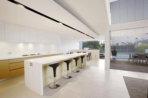 brighton house by nic bochsler 6 Brighton House: Lavish Melbourne home with plenty of glass and class