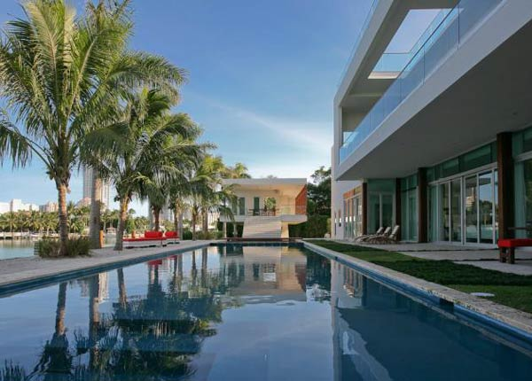 villa okto19 Wonderful Otko Villa on a Private Island in Miami Beach, Florida for Sale