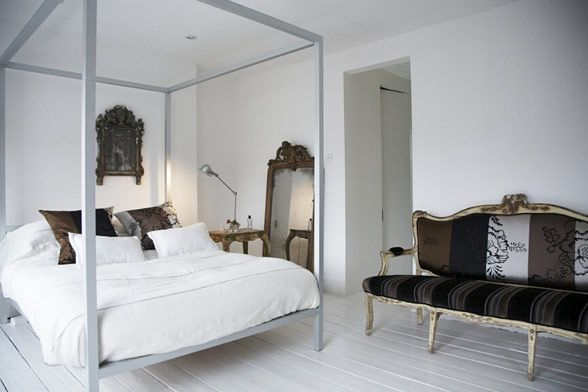 London House Blends Contemporary and Classic 12