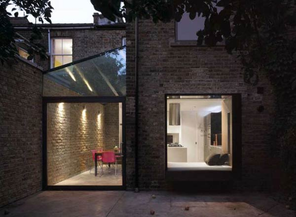 modern window2 Excellent Use of Space and Natural Light : Modern Oriel Window