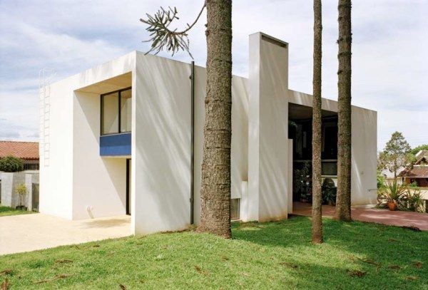 casa curitiba u030210 nk31 Beautiful White Villa in Brazil by Una Arquitetos