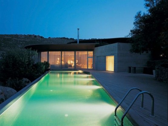 house with a pool on the roof 11 554x416 Roof Outdoor Pools, a Cool Architecture Idea