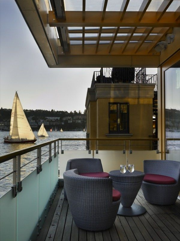 1273069893 lake union floating home 04 750x10001 Contemporary Floating Home in Seattle