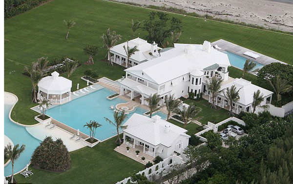 celine dion house2 Celine Dions New $20 Million Home in Florida Has an Aquatic Wonderland