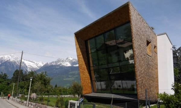 villa san valentino2 Charming Modern House with a Twisted Traditional Exterior