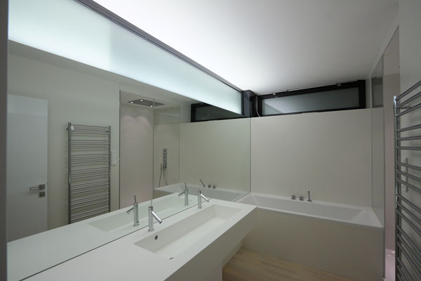 1282928682 15 bathroom night1 Unusual Looking Residence in Slovakia : Dom Zlomu
