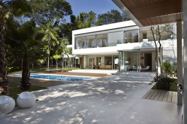mr 300810 07 940x6261 The Morumbi Residence: Exotic Landscapes and Diverse Interior Design