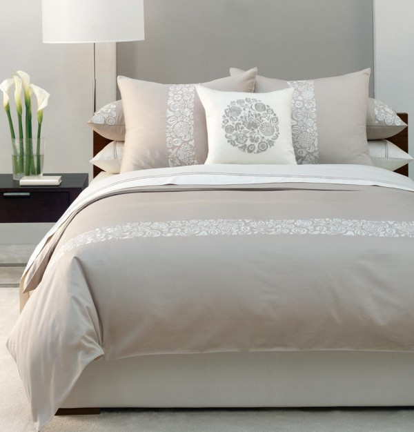 small bedroom bed e1283309453875 10 Tips to Make a Small Bedroom Feel Larger