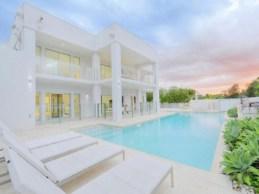 Exquisite White House Design 1