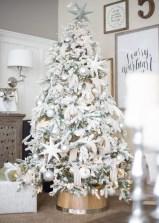 elegant-tree-decor-in-white-silver-and-pearl-freshouz