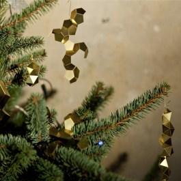 Minimal Holiday Decor Tree