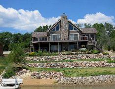 Beautiful Home On The Lake