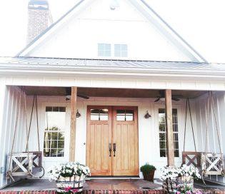 Gorgeous Farmhouse Front Porch Ideas 16