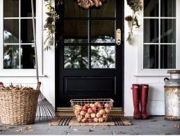 Gorgeous Farmhouse Front Porch Ideas 17