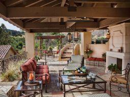 Backyard Living Space Design Ideas 31