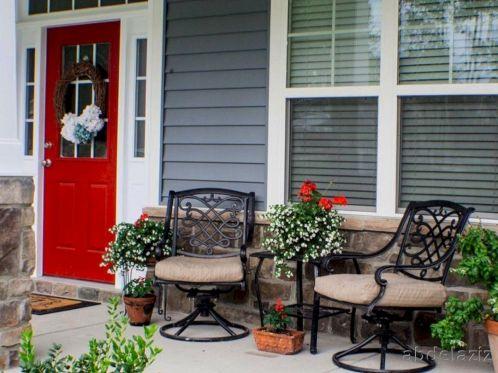 Tiny Front Porch Decorating Ideas 111