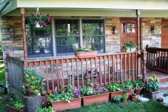 Tiny Front Porch Decorating Ideas 16