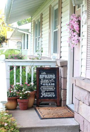 Tiny Front Porch Decorating Ideas 19