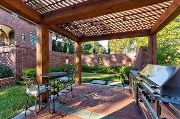 Backyard Living Space Design 7
