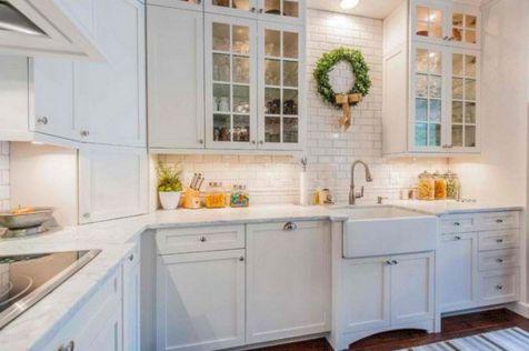 White Farmhouse Kitchen Ideas 19