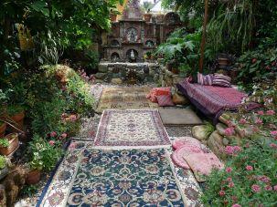 Hippie Black Garden Ideas 5