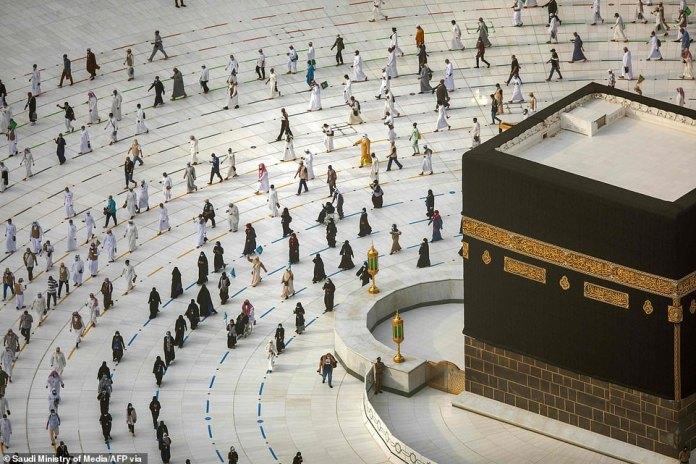 Muslims Circle Holiest Site On Final Ritual Of The Hajj Pilgrimage (Photos)