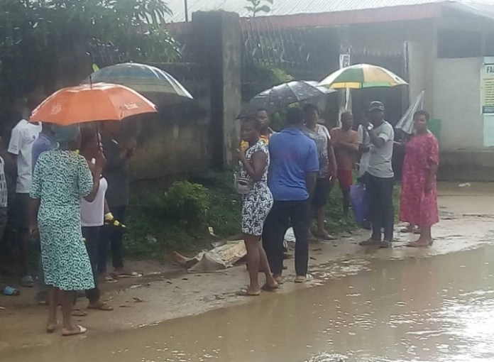 Corpse Of A Middle Age Woman Found Dumped On Road In Calabar (Photos)