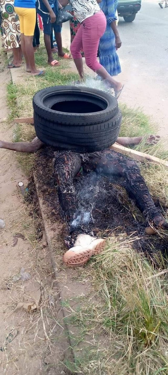 Mob Set Phone Thieve Ablaze In Delta State (Graphic Photos)
