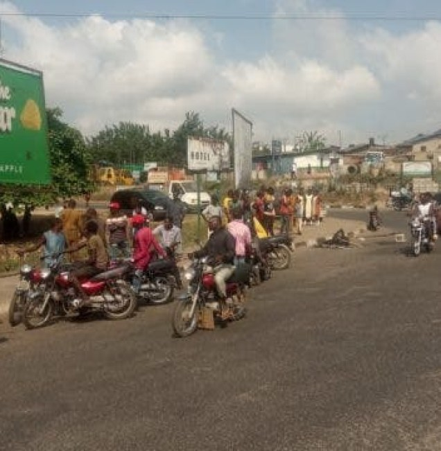 Motorcycle Snatcher Burnt To Death By Angry Mob In Oyo State (Graphic Photos)
