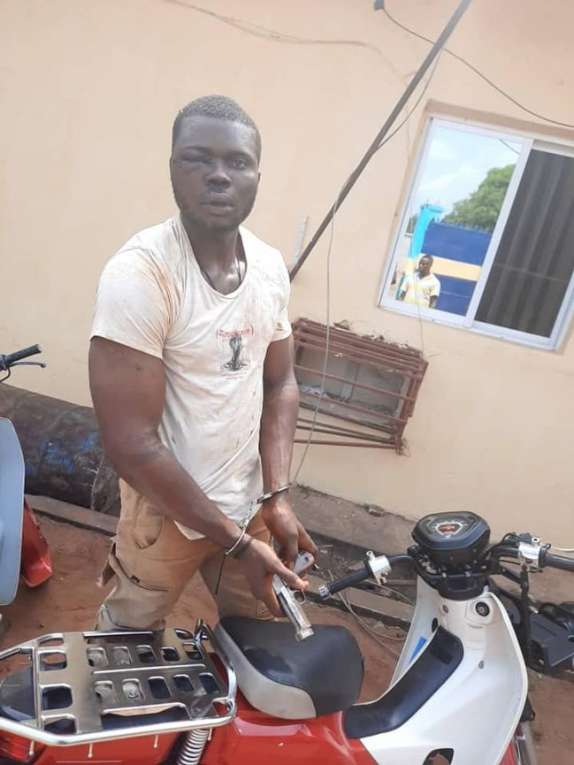 Police Saved Motorcycle Snatcher From Being Lynched By Angry Mob In Anambra