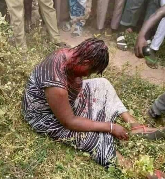 Woman Who Specializes In Kidnapping Children Caught And Beaten To Pulp By Angry Mob (Photos)