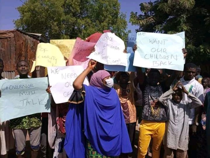 Parents Of Abducted School Children Took To The Streets To Demand For Their Rescue (Photos)
