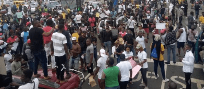 EndSars Protesters Take Over Streets Of Osogbo, Lekki Toll Gate In Lagos (Video)