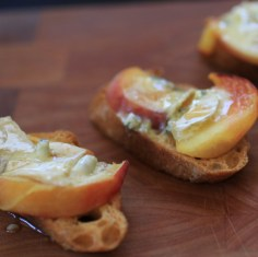 Crostini w/ Peaches, Blue Cheese, & Honey