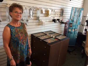 "Clovis Business Owner Brings ""Jazzy Snaps"" Snap Jewelry to Central Valley"