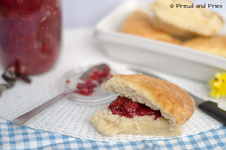 Simpele scones met chia-pruimenjam | Freud and Fries