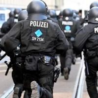 Deutsche Polizisten – alles rechte Rassisten – Deutschland braucht Polizisten mit Antifa-Hintergrund!