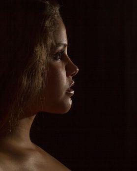 Foto: Wolfgang Fricke   Model: Paula   aus einem Akt-Porträt-Shooting im Studio