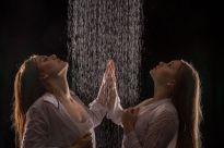 Foto: Wolfgang Fricke | Model: Raffaela & Anastasia | aus einem Shooting mit dem neuen Wasserbecken & Dusche