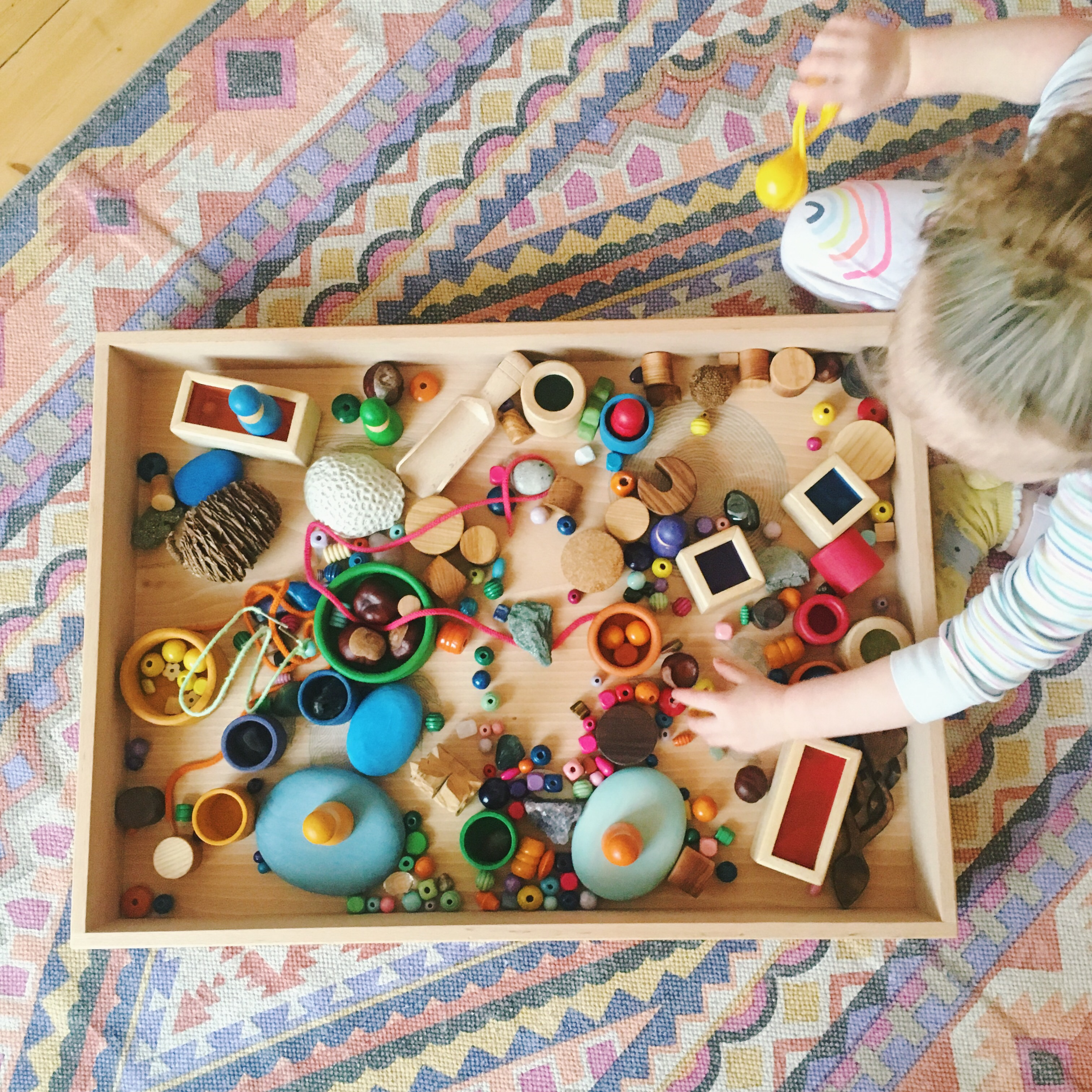 loose parts play: setting up a tinker tray – frida be mighty