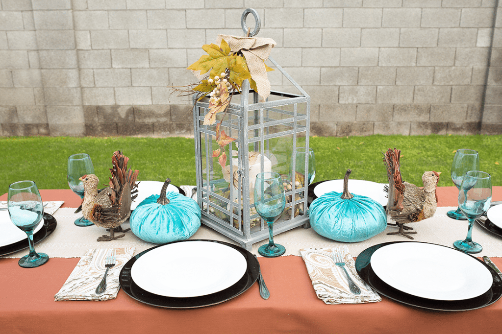 Thanksgiving Tablescape: easy and modern thanksgiving decorations idea to pull together the perfect table and pull Thanksgiving dinner off!