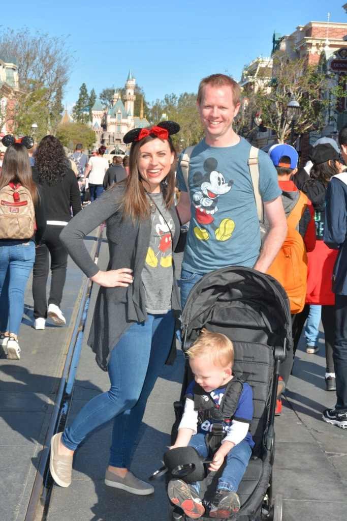 Main Street USA picture idea with a list of the best picture ideas and photo spots at Disneyland