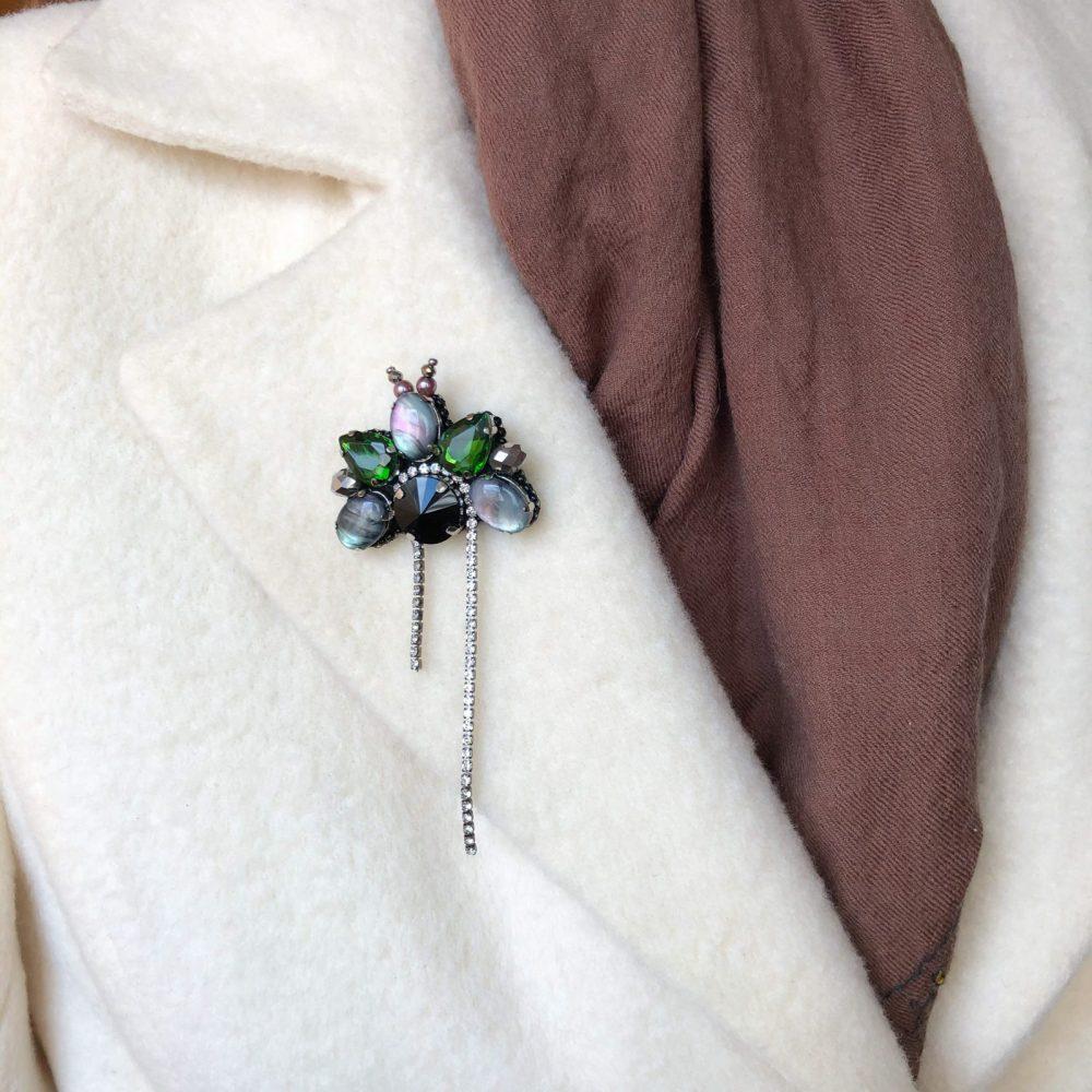 брошь классика жемчуг стразы вышивка сваросвски брошка украшения жук мотылек