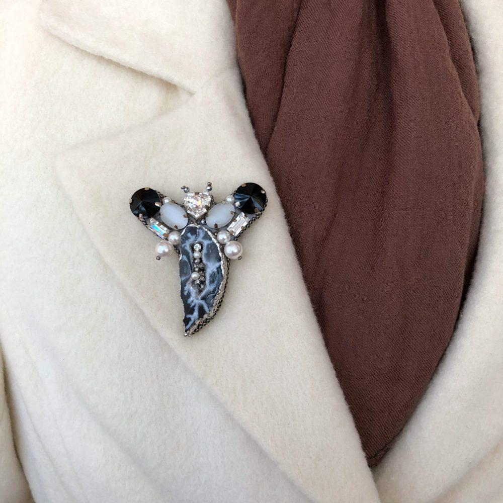 купить брошь брошка брошь на пальто стразы сваровски swarovski жемчуг украшения аксессуары вышивка друза жеода жук