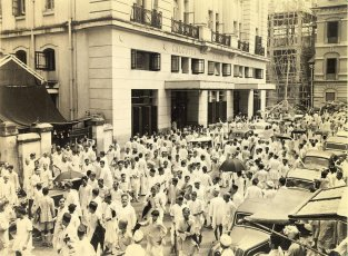 Street scene outside the Calcutta stock exchange. The noise is similar to the bedlam in all wordexchange and many transactions (unofficial) take place in the street as shown here.