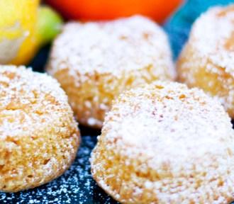 Små sitronformkaker